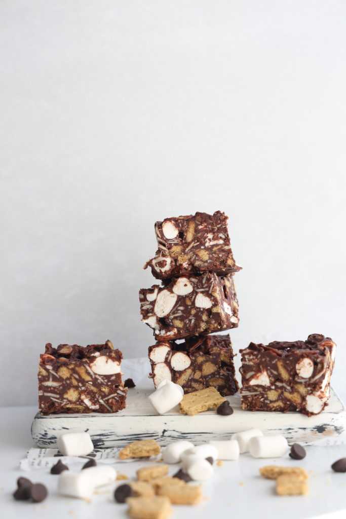 These gluten-free no-bake rocky road squares are simple so easy to make and are the perfect dessert if you love chocolate and marshmallows.