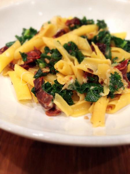 gluten-free kale sundried tomato pasta