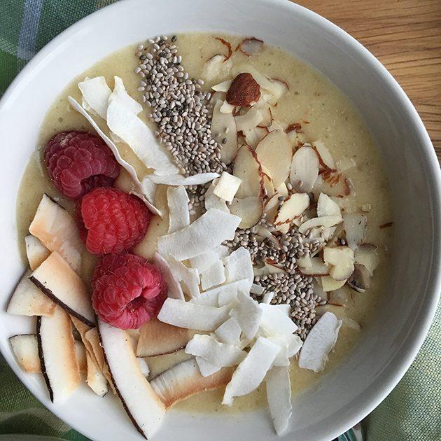 pineapple coconut smoothie bowl recipe