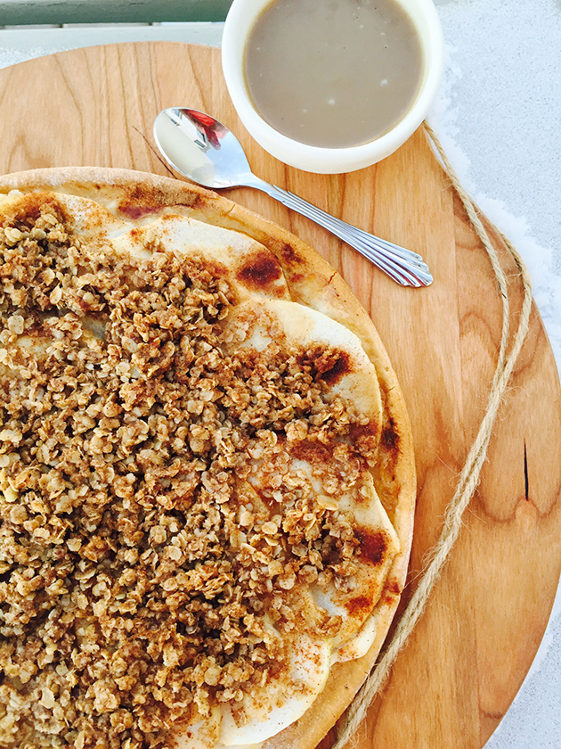 gluten-free-dairy-free-apple-crumble-pizza